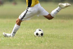 Tratamiento de la Rotura de Fibras en el Fútbol, Tratamiento del tirón muscular en el Fútbol, Tratamiento de la Rotura muscular en el Fútbol, Tratamiento de la microrrotura de Fibras en el Fútbol, qué es una rotura de fibras en el fútbol, qué es una rotura muscular en el futbolista, qué es una microrrotura muscular en el fútbol, qué es un tirón muscular en el fútbol, ¿Qué es una Rotura de fibras en el fútbol?, ¿A qué músculos del futbolista afecta la rotura de fibras?, ¿Cuál es la causa del Tirón Muscular en el Futbolista?, Tipos de Rotura de Fibras en el Futbolista, síntomas de una rotura de fibras en el futbolista, ¿Qué síntomas produce un Tirón Muscular en el Futbolista?, ¿Cómo se diagnostica un Tirón Muscular en un Futbolista?, Tratamiento de la Rotura de fibras en el futbolista, cómo se trata una rotura de fibras en el futbolista, Factores de Riesgo para la Rotura de Fibras en el Futbolista, Cómo se previene el Tirón Muscular en el Futbolista,