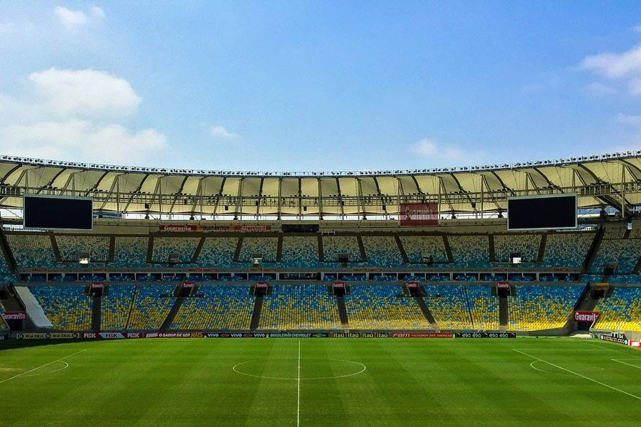 Campo de fútbol vacío, campo de fútbol sin gente, campo de fútbol sin personas, campo de fútbol sin espectadores,