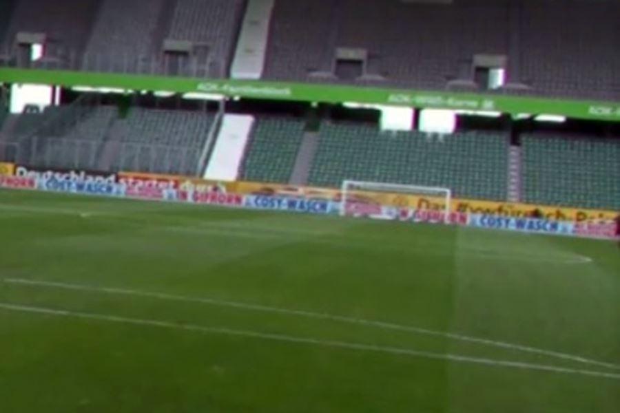 Campo de fútbol sin gente, campo de fútbol vacío,